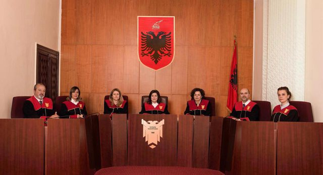 Gjykatat Kushtetuese/ Sherri me presidentin, PS ndryshon ligjin dhe