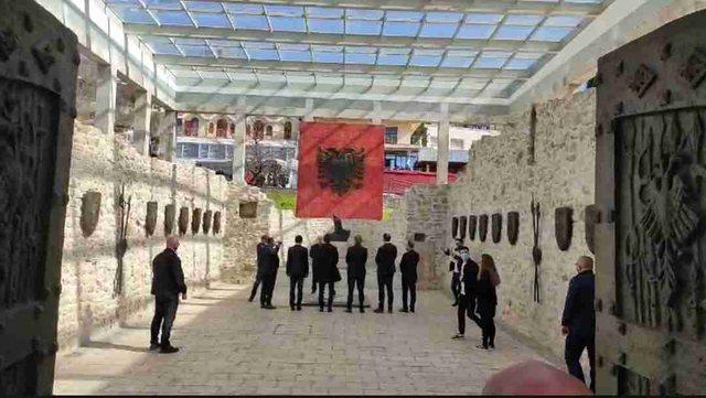 Tirana harron Besëlidhjen e Skënderbeut/ Albin Kurti, Zijadin Sela dhe