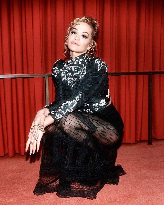 Performancë mbresëlënëse, Rita Ora dhuron spektakël nga