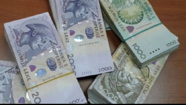 Nga bankierët, IT dhe shëndetësia/ Sa pak paguhen shqiptarët