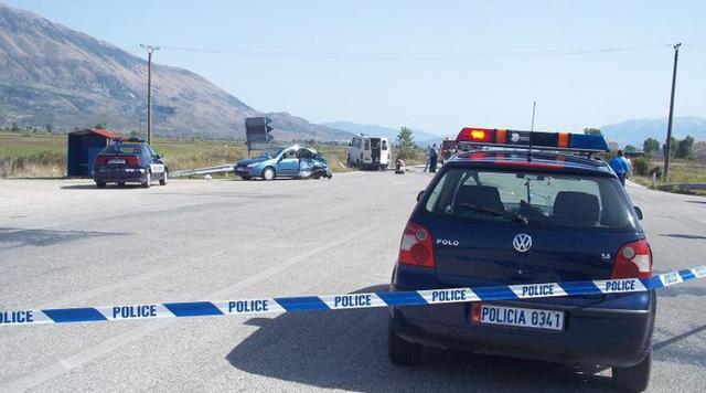Aksident në Fushë-Krujë/ Përplasen dy makina, plagoset