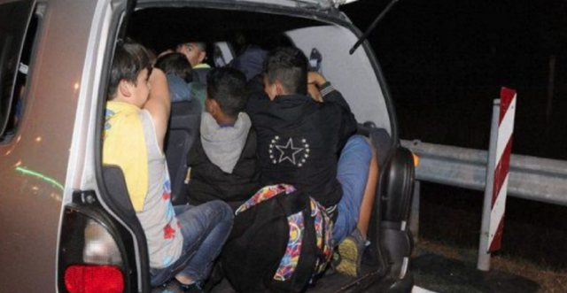 350 euro për kalimin të kufirit/ Fusnin sirianët në bagazhin