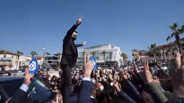 VIDEO/ Basha harron COVID-in, mbledh me dhjetëra qytetarë në