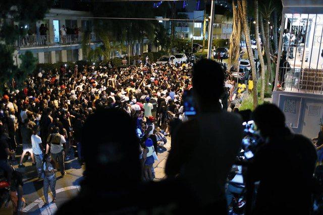 """""""Covid vdiq""""/ Tërbohen të rinjtë në Miami, festa"""