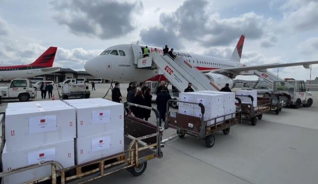 Lajmi i fundit/ Shqipëria siguron 1 mln doza vaksinash
