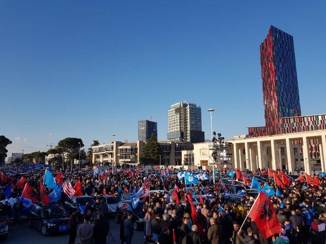 """Fushata/ """"Zhduket"""" Basha, demokratët presin prej më"""