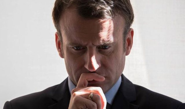 """Imazhi i Macron si """"Supermen"""" po zbehet dita ditës"""