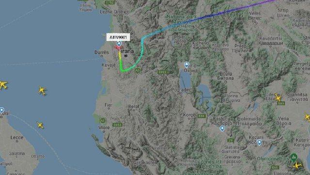 Pas gati 40 orësh pezullim, ulet avioni i parë në Rinas, vinte