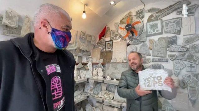 FOTO/ Gjirokastriti surprizon Ramën me dhuratën simbolike,