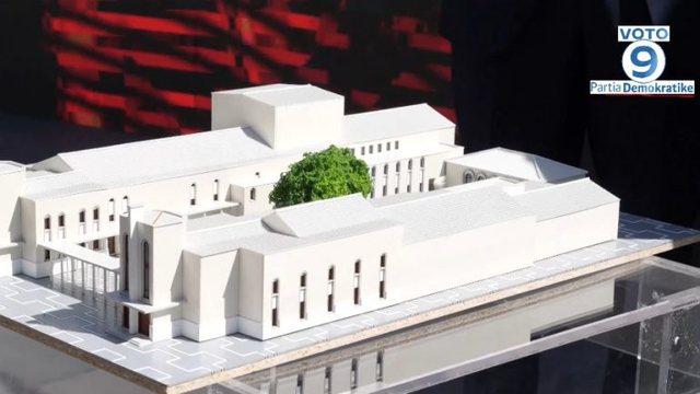 Basha rikthehet te Teatri Kombëtar, Budina i dorëzon maketin e