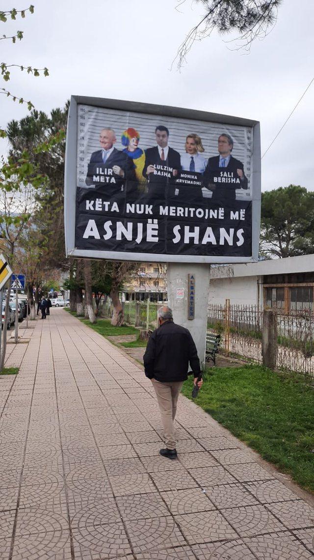 Meta publikon fotot që i dërgoi këshilltari i CDU-së: Po