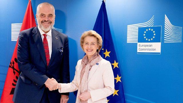 Presidentja e KE shkruan shqip dhe jep lajmin e mirë: 145 mijë vaksina