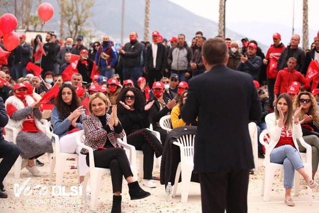 Del foto/ Kush është turku që jep para për votat për
