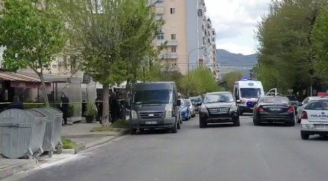 FOTO/ Sekuestrohen furgonat me xhama të zinj të PD-së, si e