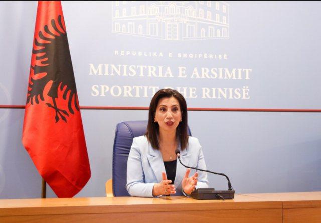 Rihapja e shkollave, Ministrja Kushi flet për skenaret se si do të