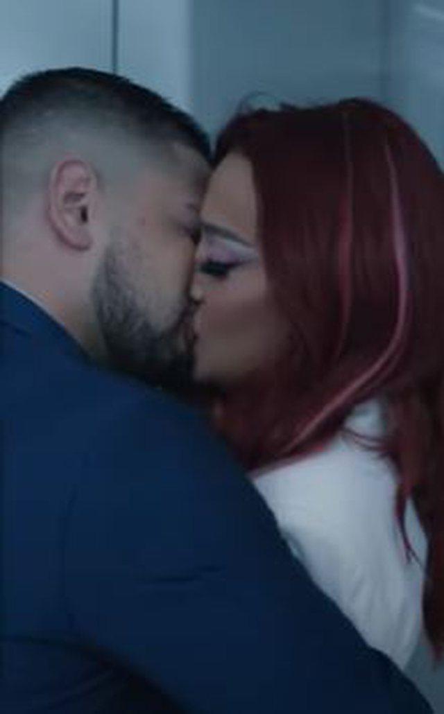 Fansat po e prisnin me padurim! Melisa dhe Andi shfaqen duke u puthur në...