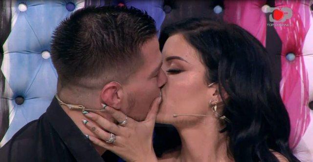 Puthje dhe.../ Andi dhe Jasmina largohen nga Përputhen, çfarë