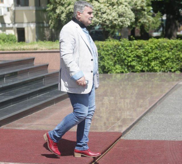Nga këpucët e kuqe me taka të Gjuzit te maskat, çfarë