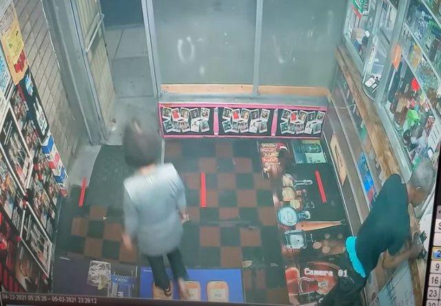 Vazhdon dhuna racore në SHBA/ Amerikani futet në dyqan e sulmon me