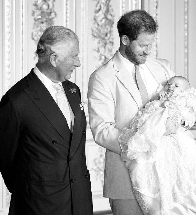 Hoqi me qëllim Meghan Markle nga fotografia, rrjeti kryqëzon Princin