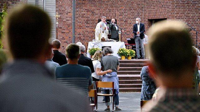 Priftërinjtë gjermanë sfidojnë Vatikanin, gati t'u