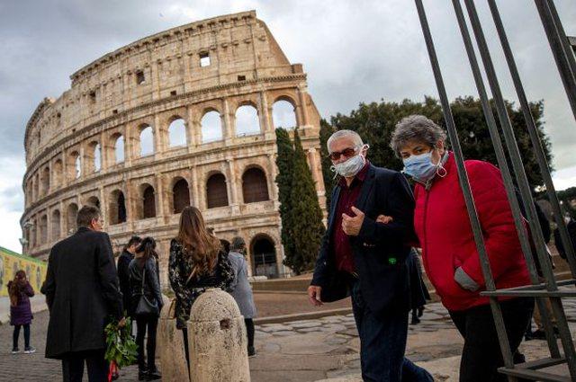 Italia i jep fund karantinës për turistët europianë