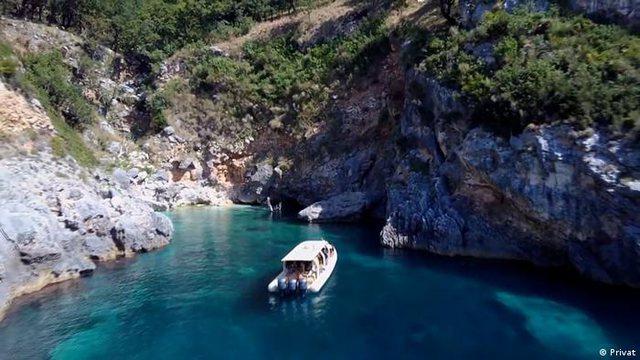 Turizmi me gomone në Shqipëri