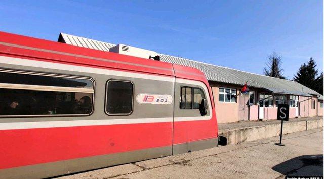 Treni serb që sfidon sovranitetin e Kosovës çdo ditë