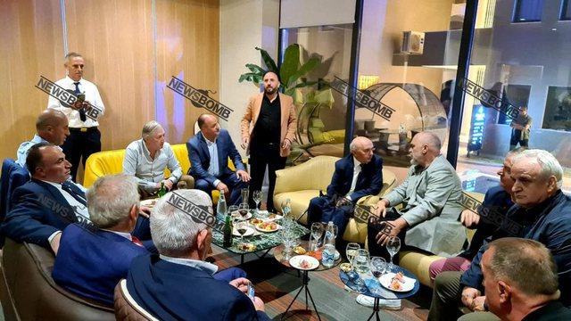 FOTO dhe VIDEO/ Rama dhe Haradinaj bëjnë paqe? Kryeministri shfaqet