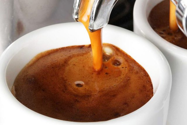 Pse konsumimi i kafesë mund t'ju bëjë të ndiheni