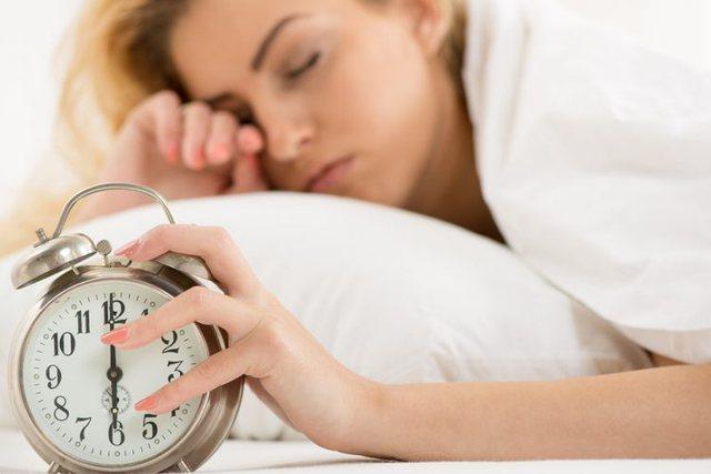 Çfarë mund të ndodhë me trupin tuaj nëse zgjoheni