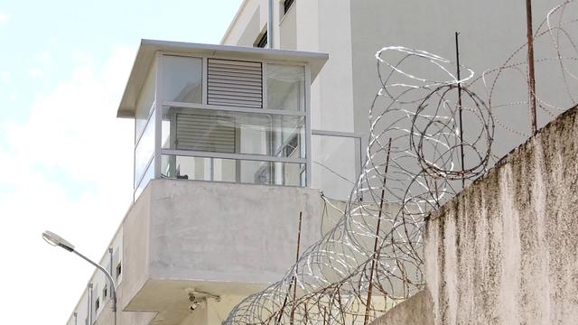 Pas 15 muajsh ndalim, burgjet hapin dyert/ Rikthehen takimet me familjarët