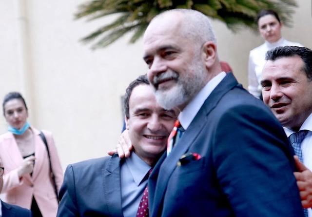 """FOTO/ """"Paqe"""" mes dy liderëve shqiptarë, Rama dhe Albin Kurti"""