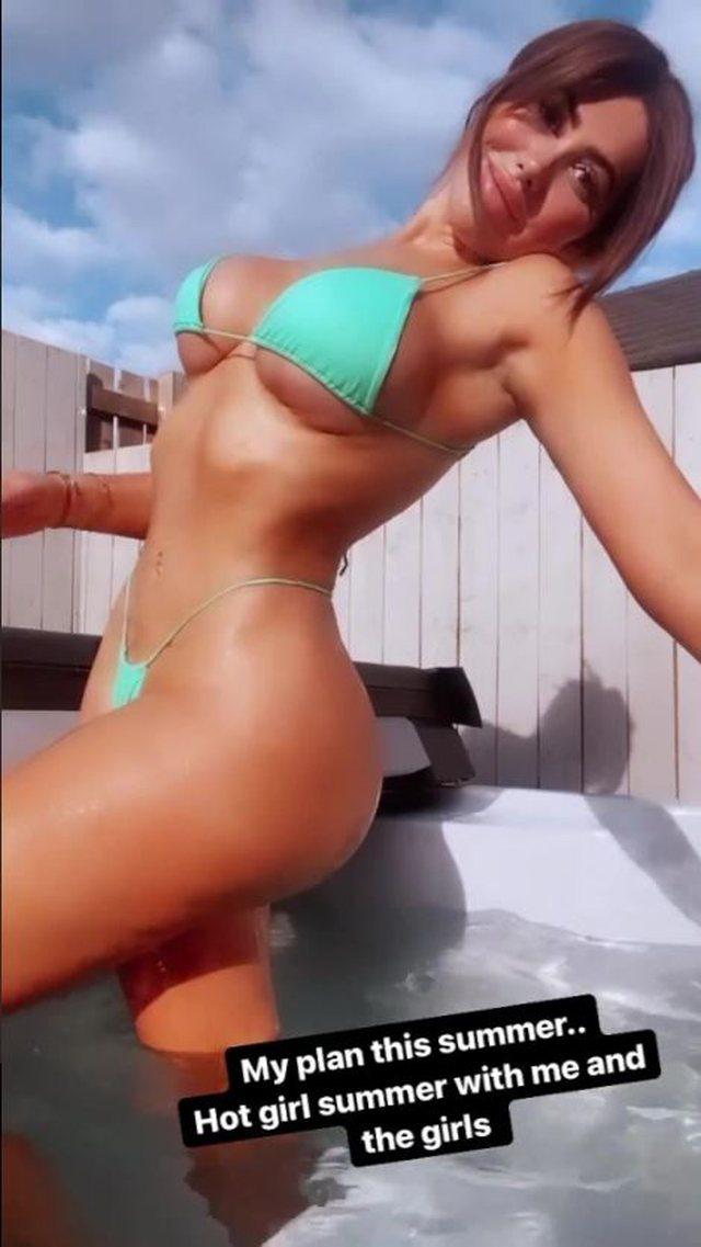 Poston fotot me të brendshmet seksi, e gjithë vëmendja tek ylli