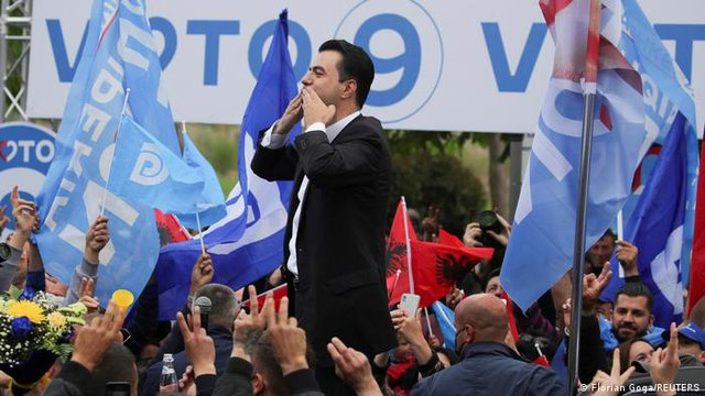 Fati politik i opozitës, ndarja e Bashës nga Berisha/ DW: Hijet