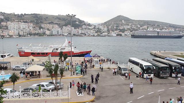 Shqiptarët mbeten në Korfuz/ Kanë blerë biletat që