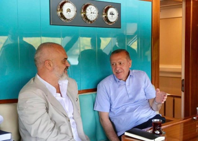 """Erdogan po shfrytëzon Tiranën""/ Mediat greke:"