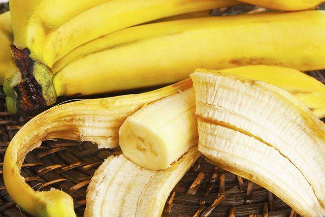 Si të përdorni lëkurën e bananes për rininë e