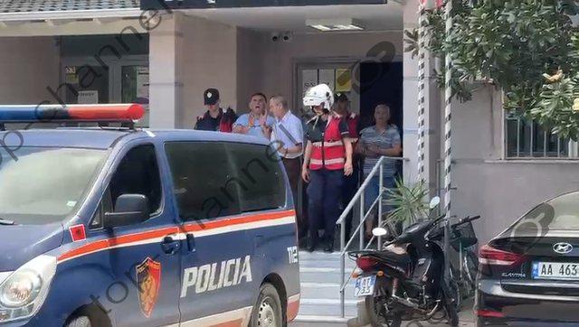 """""""O plehra, shtet i degjeneruar""""/ Tension në Vlorë, britma"""