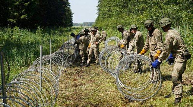 Lituania forcon rregullat e azilit