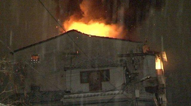 Digjet banesa 2-katëshe në Milot, shpëtojnë 7