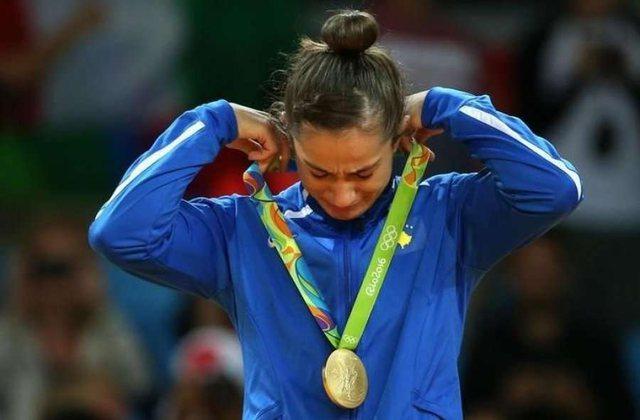 Video/ Zyrtare, pas dështimit, Majlinda Kelmendi i thotë