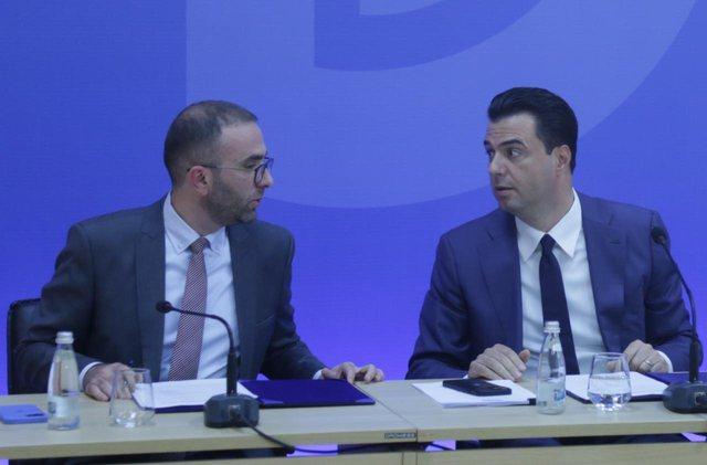 Sulmet ndaj numrit dy të PD, Basha del në konferencë me Gazment