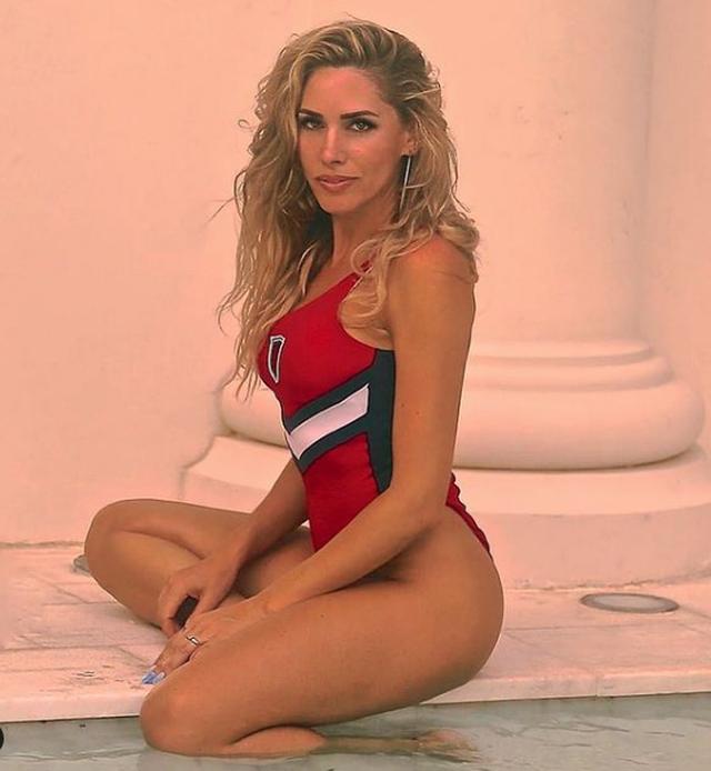 Këngëtarja e njohur tregon kush fshihet pas fotove të saj seksi: