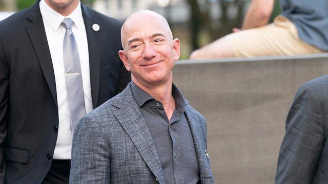 Jeff Bezos me pushime në Shqipëri? Super jahti luksoz i