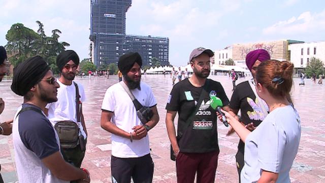 Nis turizmi i udhëtarëve tranzit, indianë e arabë vijnë