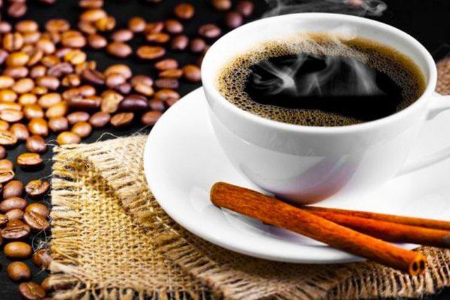 Përse duhet ta pini kafen e mëngjesit me kanellë