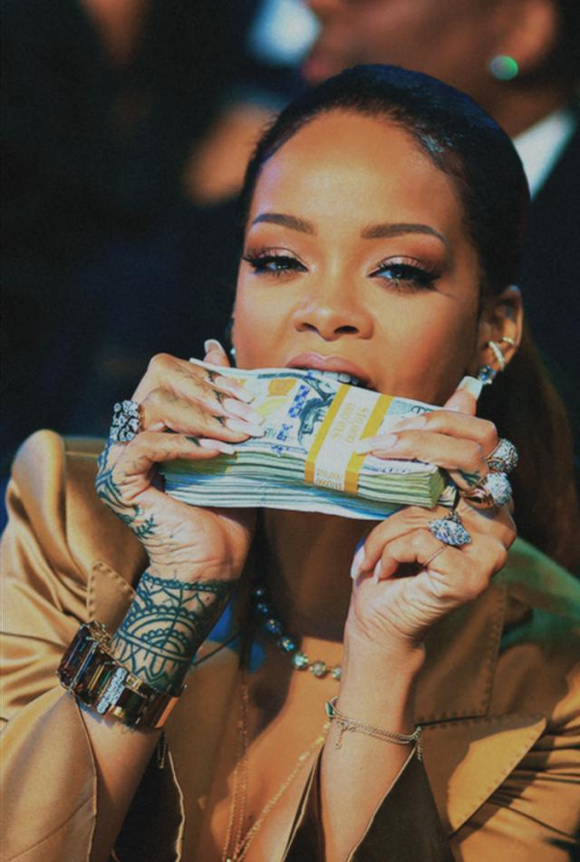 Pasi u shpall zyrtarisht miliardere, këngëtarja e famshme shfaqet