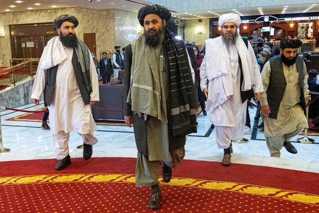 """Talebanët """"dëbuan"""" SHBA, por mbajnë peng dollarin"""