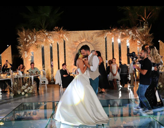 Dy vite të martuar, Jonida Vokshi poston pozat e veçanta me